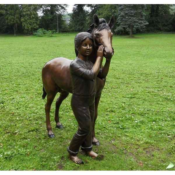 Sculpture bronze Fille avec poney -B870
